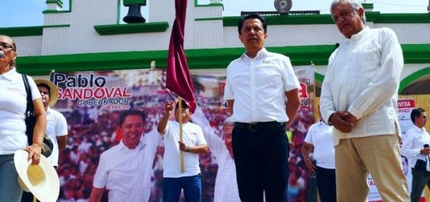 Pablo Sandoval y AMLO en campaña.