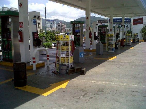 https://tiempodguerrero.files.wordpress.com/2015/06/285f6-gasolineras-acapulco.jpg