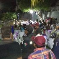 COVID-19: Acuden 600 personas a XV años y boda en Acapulco; autoridades las dispersaron.