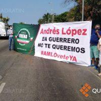 Exigen renuncia de López Obrador con caravana de autos en Acapulco